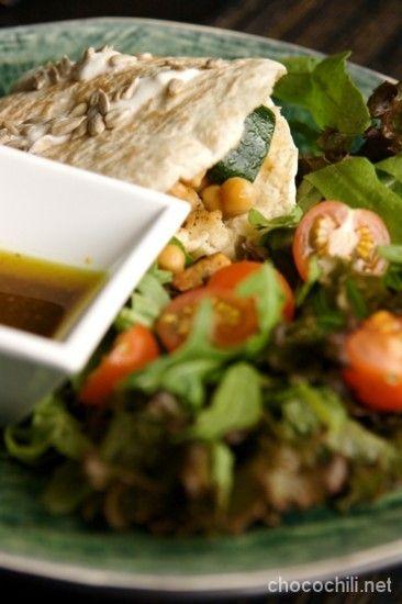 Simppeli pitaleipä-salaattilounas