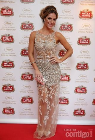 Giovanna Ewbank escolheu um vestido inteiro bordado com transparência assinado por Patricia Bonaldi