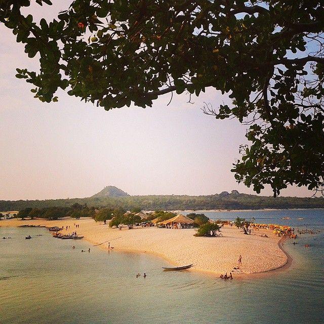 Alter do Chão é um distrito de Santarém (PA). Na imagem você vê uma das praias da região, também denominada Alter do Chão, bastante frequentada por moradores e turistas. Às margens do Rio Tapajós, a dica é o passeio de caiaque! Foto: @brunop.nunes (via Instagram)