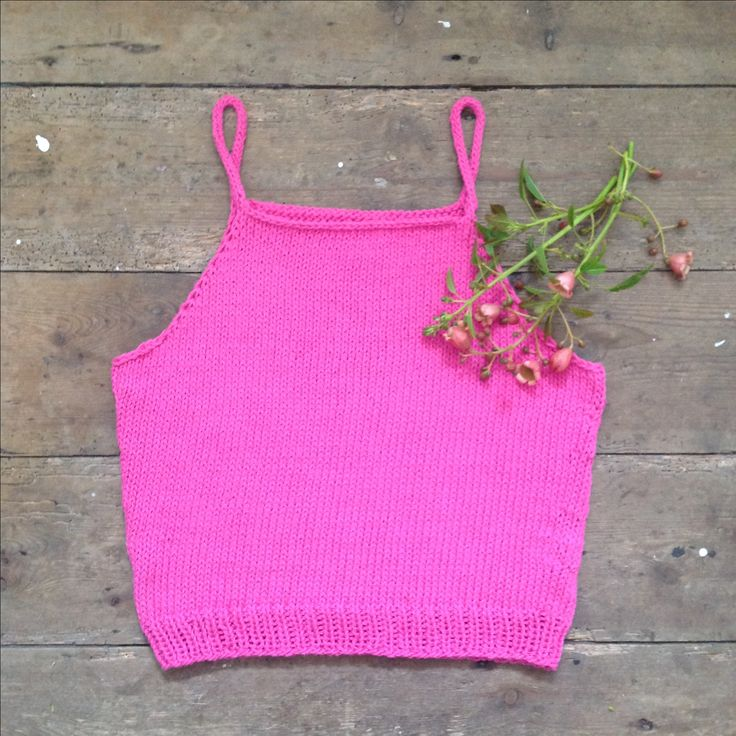 It's time to start your knitted summer wardrobe since 2016 is predicted to be the hottest year on record. Pattern available at http://www.ravelry.com/patterns/library/cropped. Yarn available at http://www.yarnandco.com/products/katia-mali-cotton.     ☀️☀️☀️