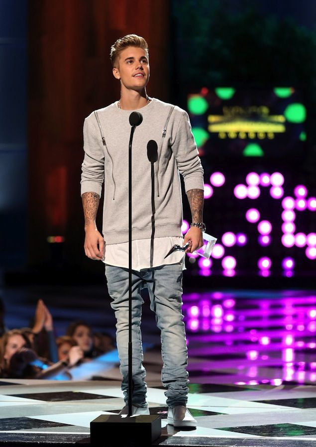 Justin Bieber Wears Saint Laurent Horizontal Zip Sweater at 2014 Young Hollywood Awards | UpscaleHype