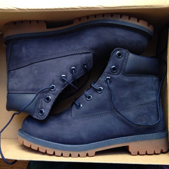 brand new timbs, size 6 Navy Blue Timberlands mens size 6, can fit a Womens size 8-9 Shoes