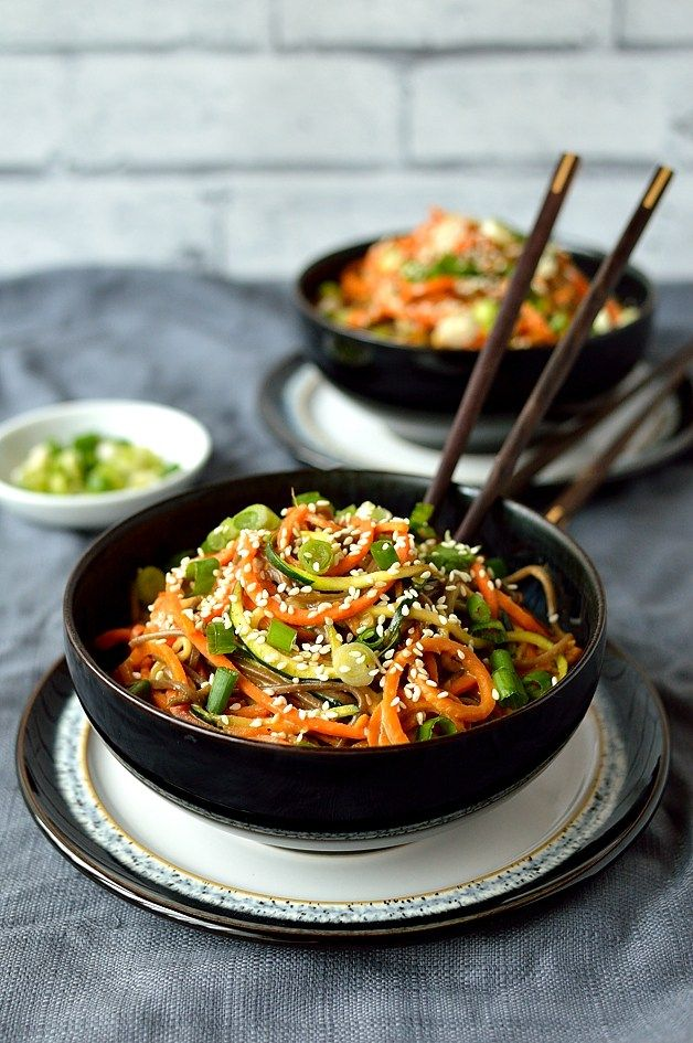 Healthy rainbow vegetable noodle bowls with buckwheat noodles and peanut sauce, vegetarian/vegan and low-carb - Domestic Gothess
