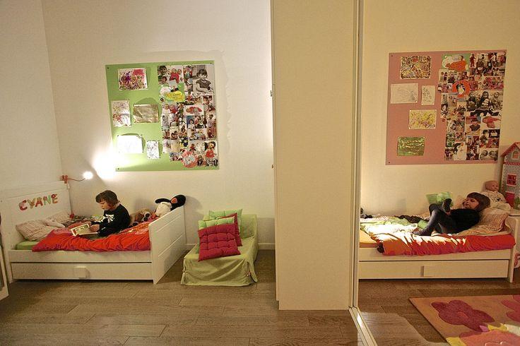 chambre des jumelles avec cloison coulissante au milieu pour s parer la chambre en 2 chambre. Black Bedroom Furniture Sets. Home Design Ideas