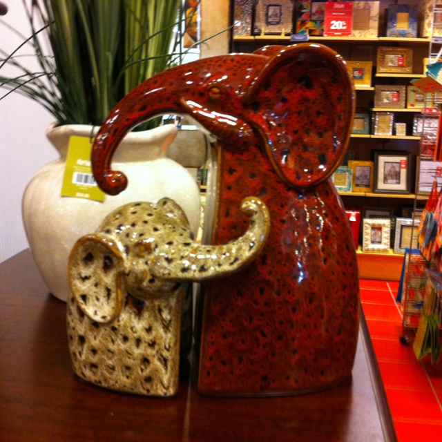 Pier 1 Mother And Baby Elephant Bookends