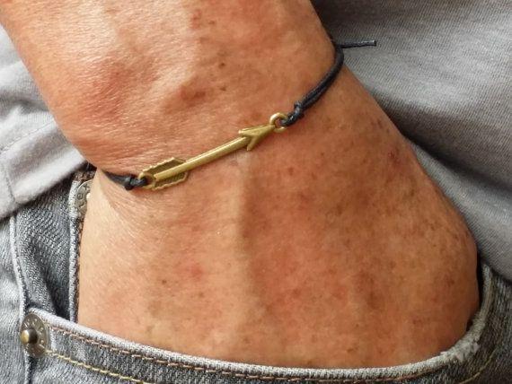 bronzen pijl armband voor mannen met zwarte van BelovedMens op Etsy