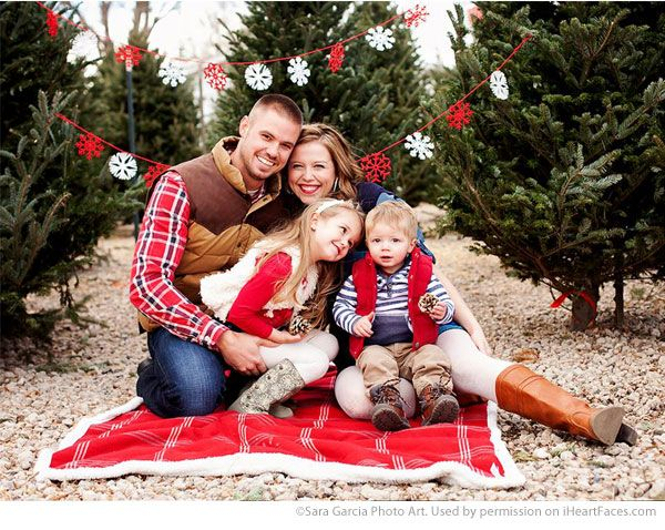 LOVE this adorable Family Christmas Photo. Portrait Photography by Sara Garcia Photo Art - Find more Inspiring Christmas Photo Session Ideas via iHeartFaces.com