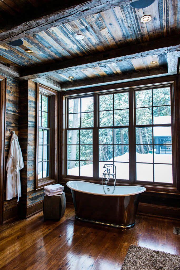 #parquet rustique dans salle de bains avec #baignoire vintage