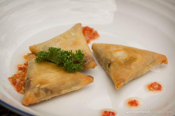 So yummy vegetarian samosas, a must in Bali! :-) #bali #indonesia #vegetarian #vegan #food #restaurant