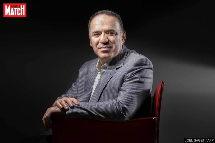 Via sa fondation Kasparov Chess Foundation, l'ancien champion du monde d'échecs Garry Kasparov veut former les enfants africains à la discipline, qu'i...