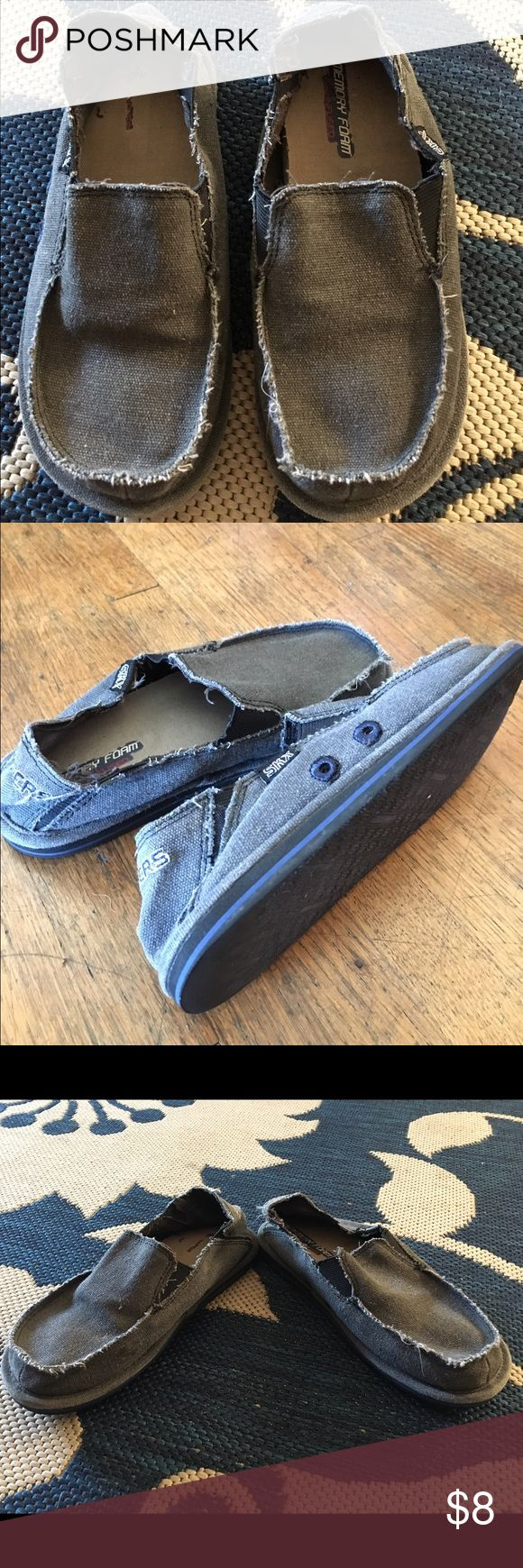 Boys size 2 sketchers shoes in fair condition Boys size 2 sketchers shoes in fair condition all of green color with some blue. Skechers Shoes Slippers
