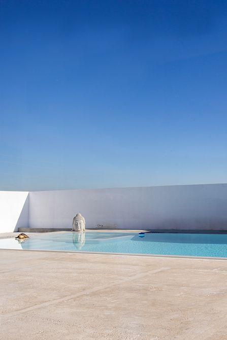 Piscina desbordante minimalista | Chiralt Arquitectos I Valencia