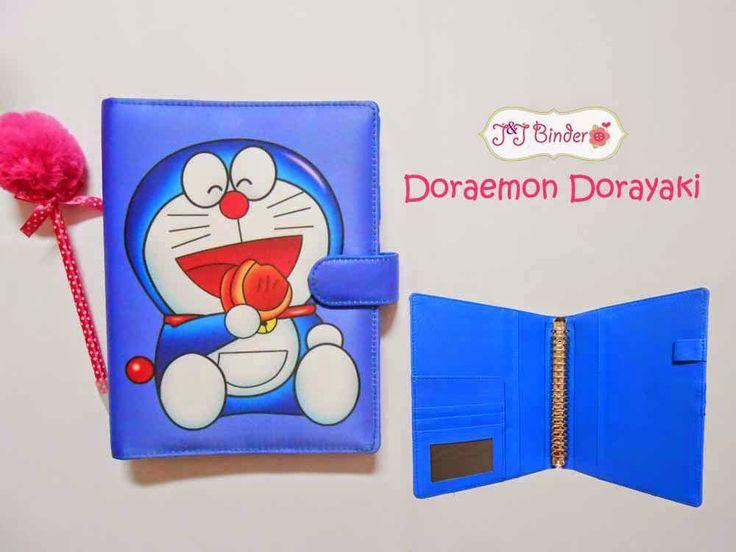 Nama  Produk : Binder Doraemon Dorayaki Ukuran   :A5 20ring : 55rb, B5 26 ring : 65rb Bahan  :Kain Satin Deskripsi : 3 slot kartu, 1 slot foto 1 Slot pulpen
