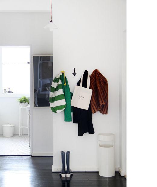 Megan Morton's entrance via the Design Files. #lifeinstyle #greenwithenvy
