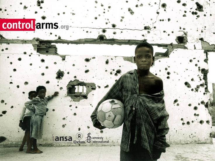 El primer tratado internacional sobre comercio de armas y la teoría del pájaro en mano  Después de años y años de trabajo incansable de diversas ONG de todo el mundo, se ha conseguido que la ONU apruebe casi por unanimidad un tratado internacional que supervise y regule el comercio de armas.