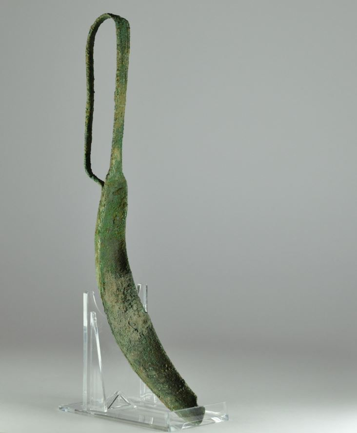 Roman sport, Roman games, Etruscan bronze strigil, 2nd century B.C. Roman sport, Roman games, Etruscan bronze strigil, 22 cm high. Private collection
