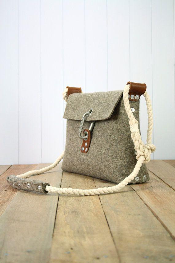 Filztasche mit Karabiner Schnalle und Nieten von Rambag auf Etsy