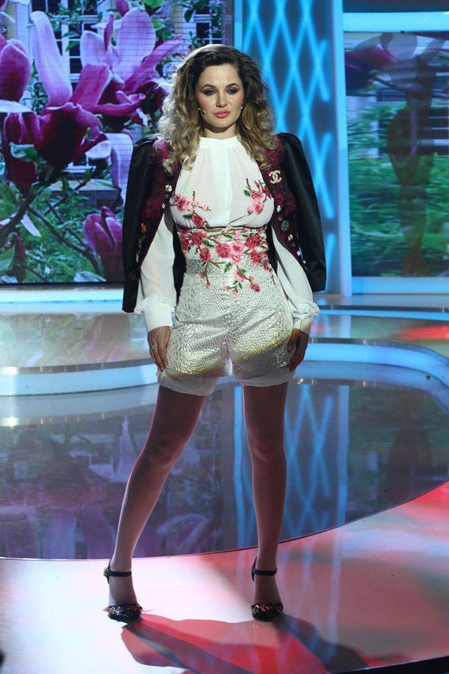 Camasi cu broderie florala - Silvia Bravo ai stil