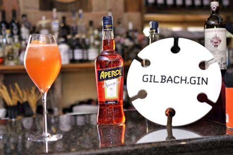 """A partire da venerdì 8 per tutti i venerdì di luglio Wine Bar El Molin - Speckeria vi aspetta per il suo #AperiJazz : un #GinTonic diverso ogni settimana accompagnato da buona musica! E a pranzo vi aspettiamo con il nostro #Spritz vincitore del """"Premio Spritz 2015"""""""
