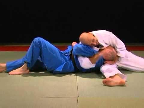 Makura kesa gatame - YouTube   I am a judoka   Jiu jitsu