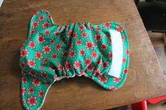 Zoals ik in mijn vorige bericht  over wasbare luiers al schreef, maak ik ze dus zelf.   Het is niet moeilijk, ook met weinig naaiervaring k...