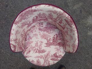 La Tapicera: Descalzadora tapizada con macabro toile de jouy