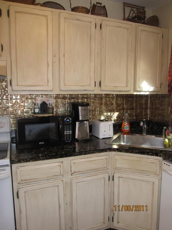 Lori caromal colour s her oak kitchen cabinets cream cabinets distressed cabinets and kitchens Kitchen cabinets 75 off