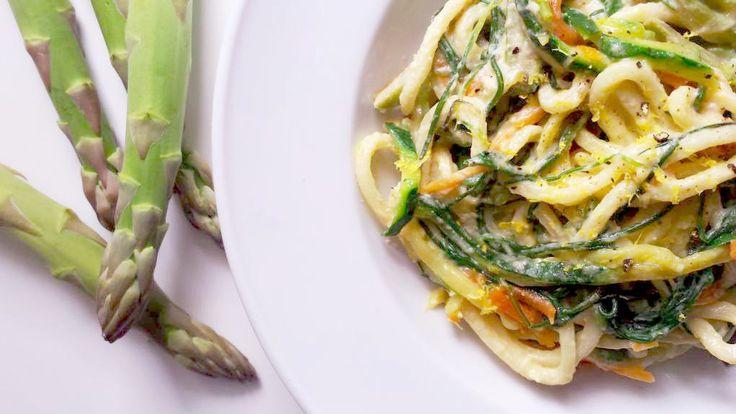 Spaghetti con pasta di sesamo tahina e asparagi
