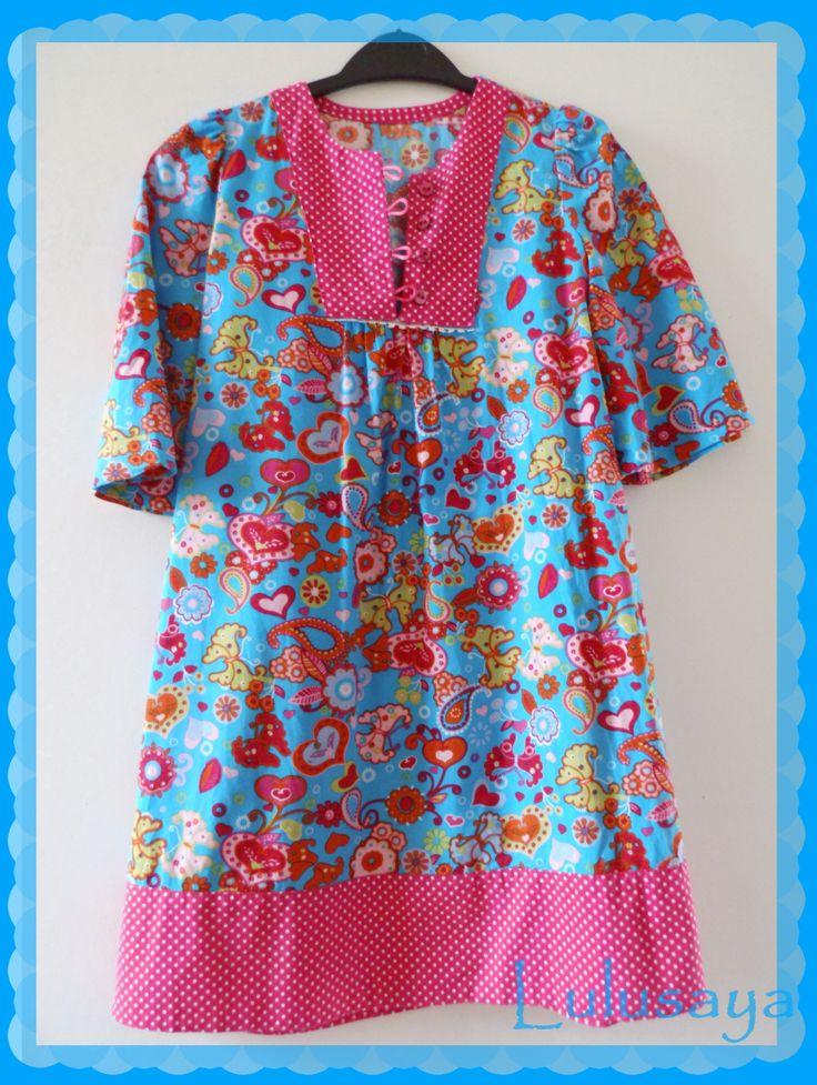 Robe tunique pour les vacances à la mer , pour les petites princesses coquettes .