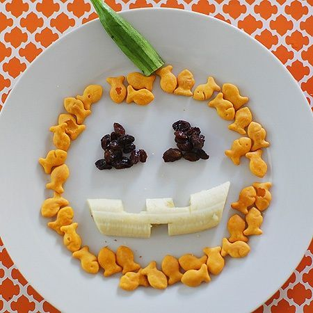 Make the kids' a snack plate that's so much more fun with just a few creative arrangements! Goldfish, raisins, a banana, and celery are all you need to make this fun Halloween snack plate. (Could use Cheez-its as well and fill in the pumpkin a little more with them)