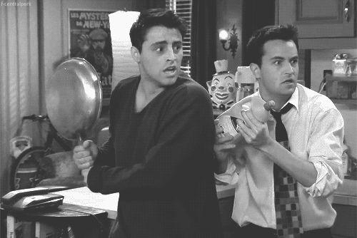 Chandler looks a lot like Mark Hoppus OMG!