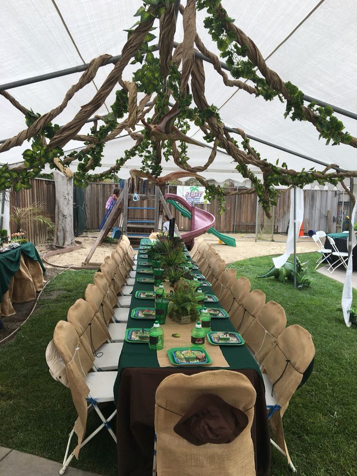 Dinosaur party table setting under party tent looks for Table design jungle