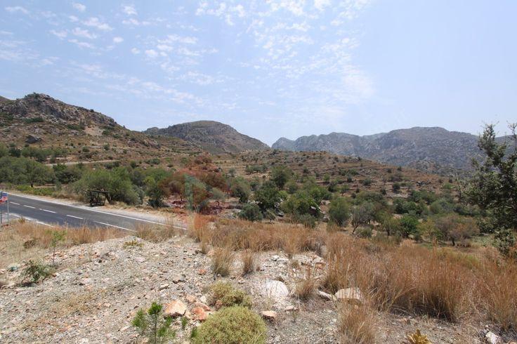 Marmaris Bozburun köyü yeşilova mevkiinde satılık yatırm için uygun olabilecek 2731 m2 satılık tarla
