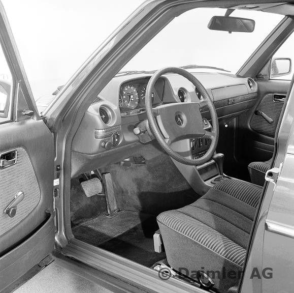 Armaturen, Mercedes-Benz Typ 280, 280 E, aus dem Jahre 1980