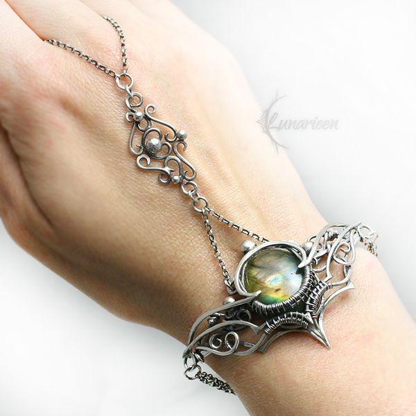 Exclusive bracelet. Fully handmade work. materials: Sterling Silver, Fine Silver, Labradorite. Facebook page www.facebook.com/Lunarieen. Online shop www.lunarieenuk.co.uk/en/ Etsy shop www.etsy.com...