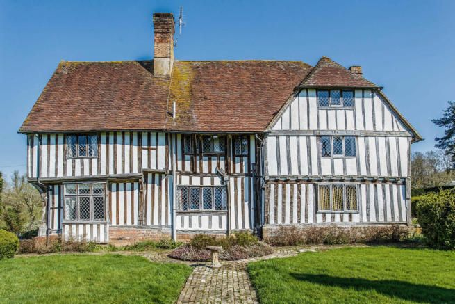 This 15th Century Manor House Is In The County Of Sussex England This Fine Country House Is In Marvelous Condition Old House Dreams Old Houses Historic Homes