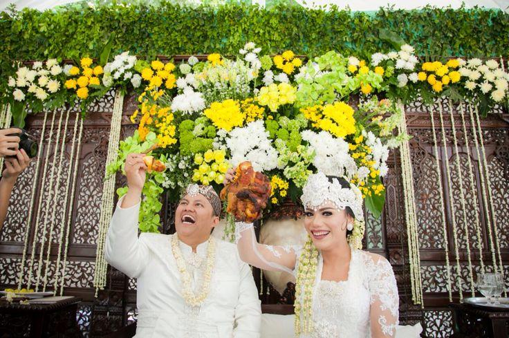 Sundanese Wedding - Pabetot Bakakak