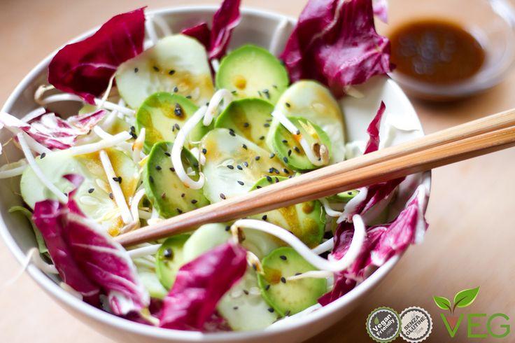 Per non ricadere nelle solite insalate, giochiamo di creatività e sapore con questa freschissima insalatina asiatica!