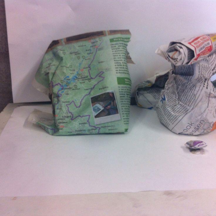 Compositie met kranten