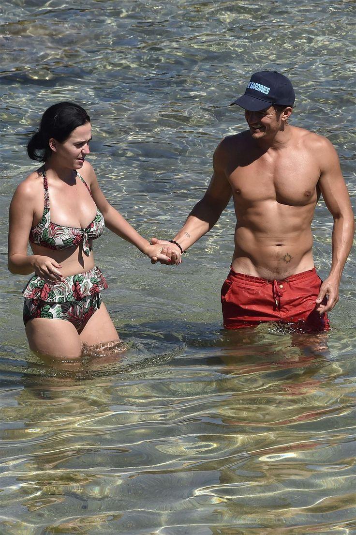 Снова вместе: Кэти Перри и Орландо Блум провели выходные в Калифорнии  Звезды вместе отдохнули на побережье Тихого океана. На этот раз Орландо был в трусах.
