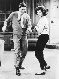 Laura Petrie's capri pants. Mary Tyler Moore and Dick van Dyke on 'The Dick Van Dyke Show'