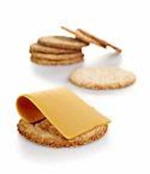 Hjemmelaget kjeks smaker fortreffelig godt med ost og syltetøy, og sammen med en varm kopp te.