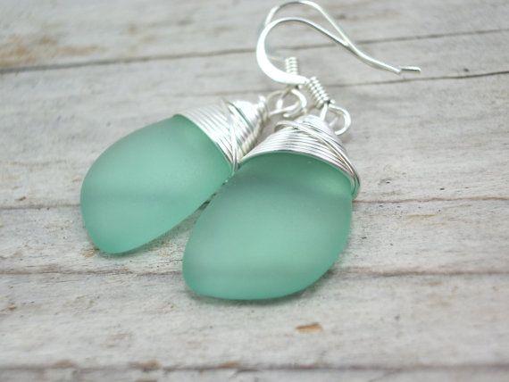 zee glas oor ringen minty blauw groene door sweetstonesjewelry