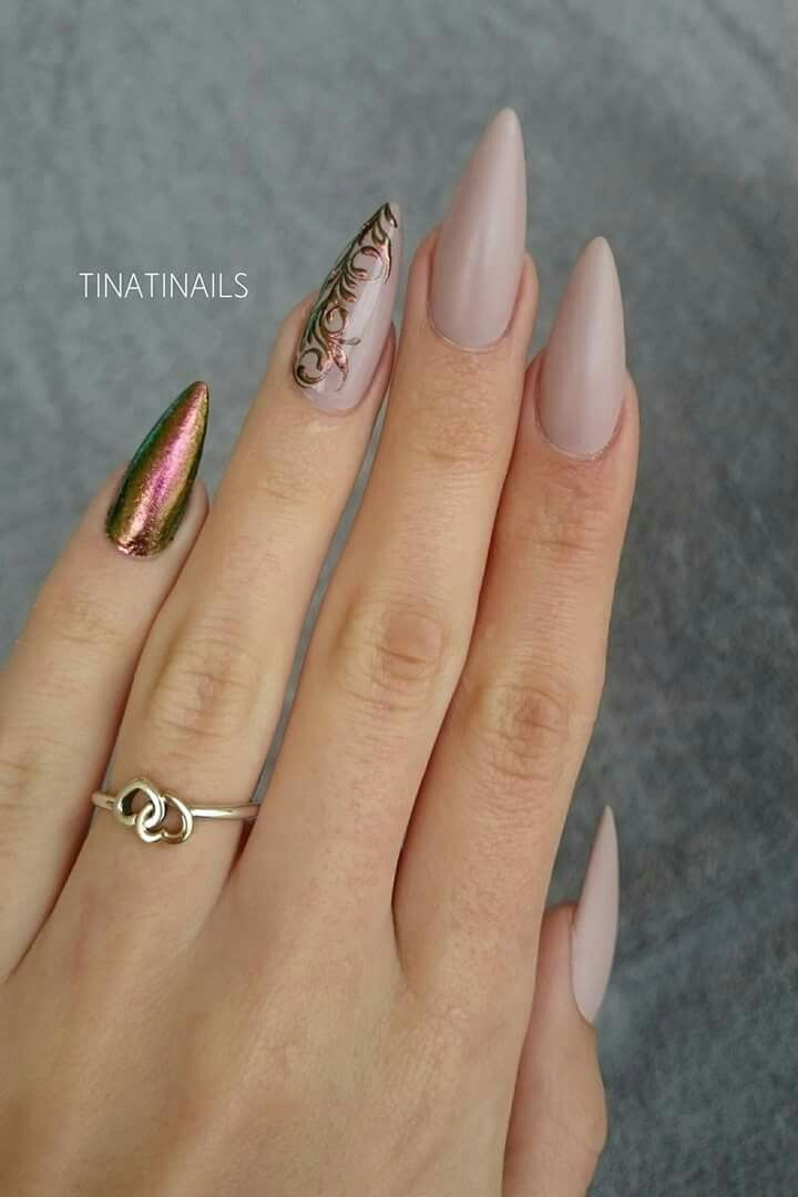 Long nails nude ornaments chameleon