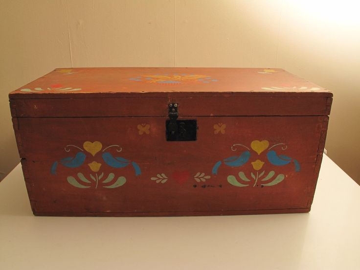 ANTIQUE DOVETAILED RED PAINT BLANKET BOX 1800'S SQUARE NAILS NON ORIG PENN DUTCH