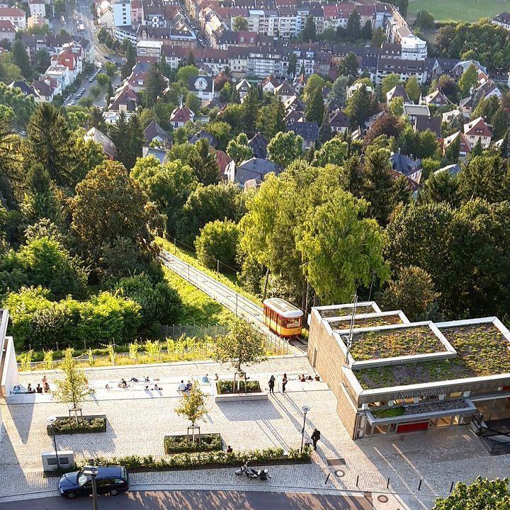 Cool  Karlsruhe von oben der Blick vom Turm der Ruine Durlach auf die neue Turmbergterrasse und Durlach am Fu e des Turmberg