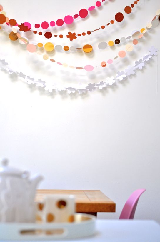 Paper Garland: Colour, Paper Garlands, 3D Paper, Kitchens Wall, Sweet Tables, Paper Buntings, Coco Party, Nurseries Idea, Paper Crafts