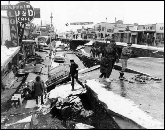 El Gran Terremoto de Alaska de 1964 está considerado como el terremoto más intenso registrado en América del Norte y el segundo del mundo después del Terremoto de Valdivia en 1960.
