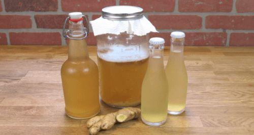 L'acqua di zenzero è un rimedio favoloso per prendersi cura della salute, riequilibrare i livelli di zucchero nel sangue e migliorare la digestione.