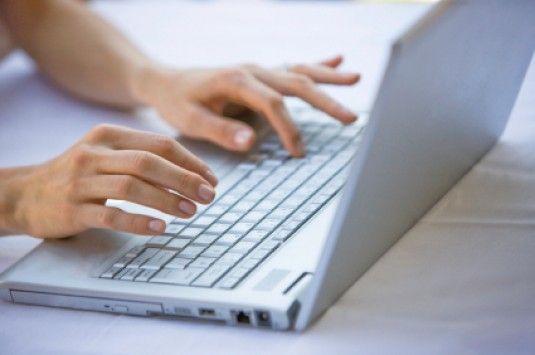 Ποιοι χρήστες του διαδικτύου θα μπαίνουν φυλακή... -  Οι Κινέζοι χρήστες του Διαδικτύου οι οποίοι δημοσιεύουν ένα μήνυμα, που κρίνεται ότι έχει δυσφημιστικό χαρακτήρα και το οποίο θα έχει λάβει τουλάχιστον 500 απαντήσεις, ενδέχεται να αντιμετωπίζουν ποινή φυλάκισ�